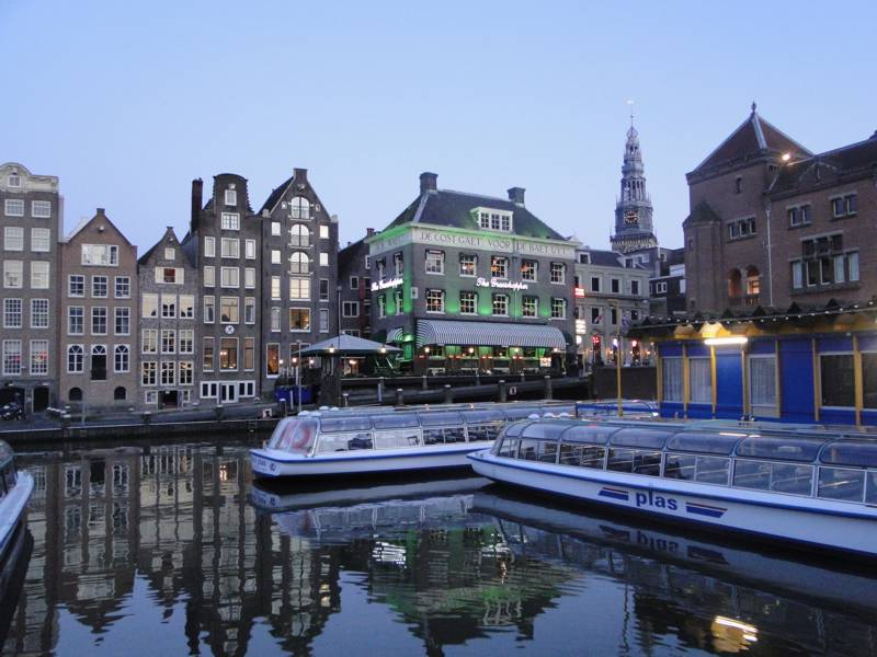 Canal Amsterdan atardecer